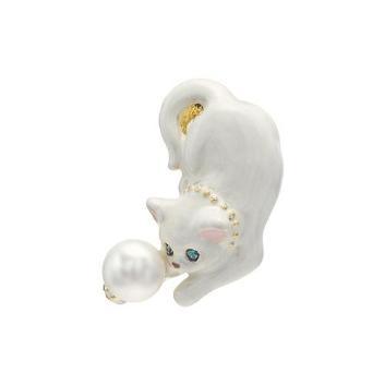 <ヴァンドームブティック>白ネコ ブローチ
