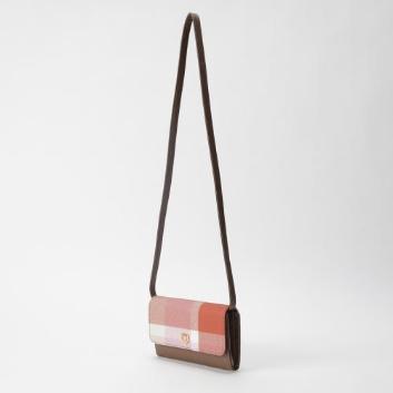 <ブルーレーベル・クレストブリッジ>クレストブリッジチェックウォレットバッグ